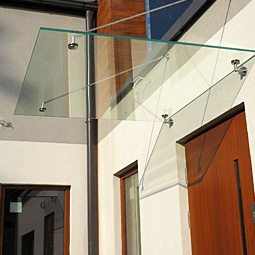 Daszki szklane i balkony